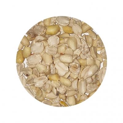 Erdnusskerne halbiert